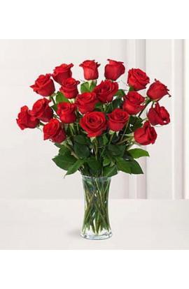 Docena y Media de Rosas Rojas en Florero de Cristal #3008